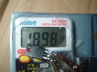 ラジカセの電源が入りません。  はじめて分解DIYしてみました。  見た目ハンダ外れとかコンデンサパンクとかしてなかったです。 で  電源回路にある2SB1565トランジスタの  故障判定をテスターでしたんですが  C-E間はプラマイどちらも不通でした。 そしてベース-エミッタ間 導通はあって逆接は不通で 良さそうに思えたんですが  抵抗値がなんか10数メガΩも...