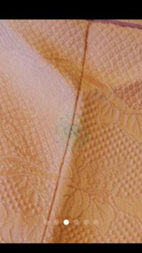 絞りの色無地一つ紋について。 写真のような絞りが全体に入っている色無地です。 振袖以外の絞りはフォーマルにならないと聞いたことがありますが、こちらのお着物は一つ紋があります。 子ど もの卒園式、入学式で着用できるものでしょうか?