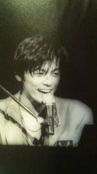 尾崎豊さん  ピアノ弾き語り  ギター弾き語り  どちらが格好いいと思いますか?