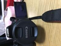 Canon EOS Kiss X10 自撮りをしたいのですが、撮影時バリアングル液晶を自分である被写体に向けた際に、液晶に表示されるにはどうしたらいいですか?  写真を貼っておきます。 ↓↓↓↓↓↓↓