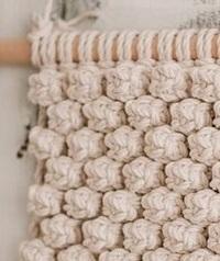マクラメの編み方を教えていただきたいのですが 画像のような 玉は何という編み方の種類で 編み方も教えてください。 よろしくおねがいします。