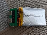 モバイルバッテリーの電池が膨らみ、捨てようと考えてます。 この画像の電池はどんな種類であり、どう処分したらいいか教えて下さい。