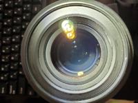 カメラのレンズを中古の通販で購入しました。 レンズの中を覗いてみると歪んだ影が見えるのですが、これはレンズに欠けが発生しているのでしょうか? レンズの右下のあたりです。