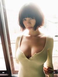 女性から見て池田エライザは豊胸に見えますか?シリコン入ってそうですか?