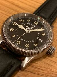 この腕時計に似合うベルトを紹介頂きたく思います。 Tutima チュチマ フリーガーGMT ケース幅36mm ラグ幅18mm、私の手首周りは20cm