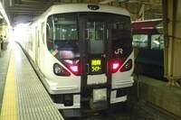 最近頻繁に塗装変更してないE257系が東海道線を走っていますが   あれ何しているのでしょうか? 踊り子の置き換えは塗装とか車内もリニューアルしたやつですよね。  そもそもE257系って少し前まで ...