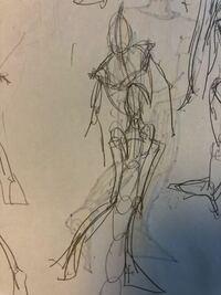 ルーミス先生の「やさしい人物画」の骨人形が足や腕の長さなどは覚えたのですが、 アングルが変わると急にかけないです。(写真のようになってしまいます。汚くてすみません)良い練習法とかありますか。