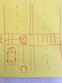 片側二車線、合計四車線の信号機なしの横断歩道について質問です。 このような横断歩道の場合でも横断しようとしている人がいたら車は停止しないといけないのでしょうか?  例えば横断者がいたとして、左車線の車が気づき止まったとします。しかし右車線後方から車が走行し、横断者が、先に止まった左車線の車で死角になっていたりした場合、とても危険ではないですか? 私は免許まだもってないのですがふと恐怖を感じました。