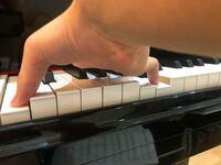 ピアノのオクターブ和音の階段の質問の続きです! オクターブの手の形について批評をください!