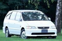 ホンダオデッセイって、初代はこんなに穏やかスタイルで人気があったのに、二代目になってからどうして背が低くて、DQNみたいな車になってしまったんですか。