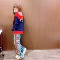 aikoが履いてるこのスニーカーはどこのブランドの物ですか?
