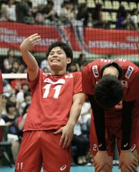 バレーボール選手の西田有志選手なんですが、 この場面は何をしてるのか分かる方いますか??