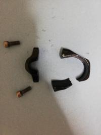 ロードバイクのシートポストクランプが割れてしまってなにかしらで直すことはできませんか? 素材は多分鉄です メーカーから作ってもらう以外でお願いします