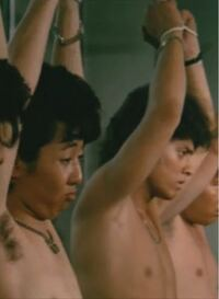 この太っているときの有吉弘行さんと、満島真之介さんが出ている映画はなんという映画ですか?