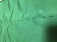 ジャノメミシンのJN-51を購入して1年半くらいなのですが、布を縫うとしわがよる?布がつる?状態になります。 今塗っている生地はポリエステルツイルで、 使用糸はシャッペスパンの60と針はオ ルガンの普通地用11(針も新しくしましたがだめでした)です。 糸調子はオートや、小さくしたり大きくしたりしてもダメでした。 メーカーに電話すると修理に部品交換になったら17000円からと言われてし...