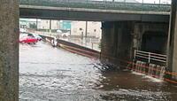 高速道路や鉄道などの直下に通す「アンダーパス」は大雨が降った時冠水するということを承知で建設しているのですか?
