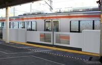 JR東海・金山駅の東海道本線のホームの端に、ホームドアが一時的に設置されていましたが、今は取り外されていますよね? あれはどういう状況なのでしょうか?