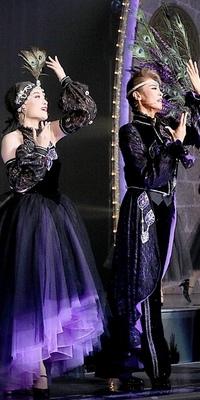 宝塚花組レヴュー シャルムの衣装について質問です。 プロローグで男役・娘役さん達が着ている衣装にそれぞれ名前等はあったりするのでしょうか?