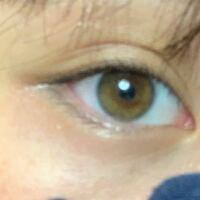 橋本環奈ちゃんはもっと目が茶色いですか?それとも黒いですか? 初めてのカラコンを買う参考にしたいので皆さん回答よろしくお願いします!