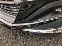 去年新しくなった、シエンタモデリスタのフロントスポイラーの左右のメッキの部分を擦ってしまいました、、。写真の右下になります。修理にどの程度かかるか分かる方いらっしゃったら教えて頂けると嬉しいです。
