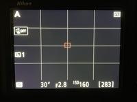 D850のライブビューについての質問です。 カメラはよく三分割構図の話をされますが D850のライブビューは4分割されています 何故ですか?また3分割に変更は可能ですか?