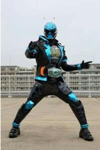 仮面ライダーファンの皆さんに質問です スペクターのモチーフになったのって鬼ですか? 角が日本で仮面が響鬼さんと同じように見えるので