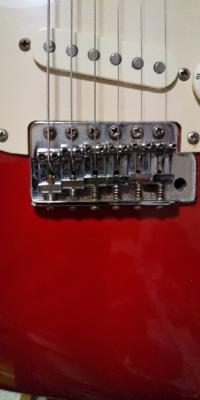 エレキギター オクターブ調整で6弦のネジを まわして調整したらもう、回らないところまできちゃいました。 今はオクターブがあったので心配はない のですが今度、オクターブが狂ってきたら どこをイジればいいですか?