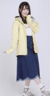 この日向坂46の潮紗理奈ちゃんがきてる服の特定をお願いします。 パーカーです。 似たようなのでも大丈夫です。