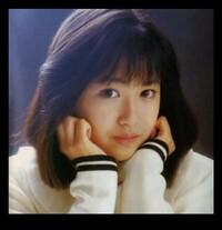 女優・小川範子さんは何歳から子役をしてたか知ってる人、教えてください?一時期アイドル歌手としてデヴューしたのも子役時代の女優 で人気が高かったからでしょうか? 80年代のメディアに詳しい方、教えてください?   谷本重美・小川範子・女優・はぐれ刑事純情派・次女ユカ役
