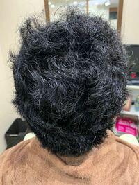 癖毛レベル100です 自分では色々調べて捻転毛かなと思っています このような髪の質の場合どのような髪型にするのが良いのでしょうか? どなたか詳しい方教えていただきたいです  #髪型#癖毛