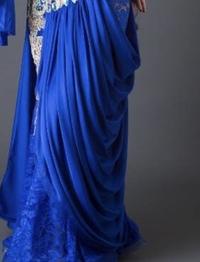 洋裁で布の裁ち方、必要な生地の寸法の割り出し方を教えて下さい。 ダンスの衣装で、ドレープの入ったスカートを作りたいのですが、ドレープ部分の布の裁ち方(型紙の取り方)がわかりません。 どなたか教えて頂か...