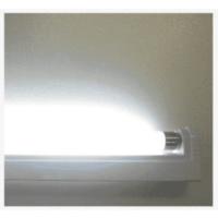 縦型の蛍光灯(スリムライト)、LED以外の物も売ってますか? 蛍光灯にON/OFFのスイッチと電源コンセントがついた、縦型の蛍光灯(グローバル社の物)が寿命をむかえて電気がつかなくなったので、ネットで探した所もう廃盤で売られていませんでした。  今売られている縦型の電源コードつき蛍光灯(スリムライト)はLEDの物ばかりで、昔ながらの(LED以前の物の名称がわかりません)はもう製造販売され...