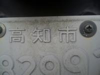 ナンバープレートに白色の塗料を塗ってナンバープレートの文字に塗ってあった塗料が剥がれ落ちたように施している原付を発見しました。添付画像を見れば確認できます。この行為は明らかに道路運送法違反になりま...