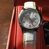 ハミルトン腕時計「ジャズマスター クオーツ H323610 (6Pダイヤモンド)」の発売年度とケースの素材や防水性能等のスペックをご存じの方がいらっしゃれば教えていただけますか? よろしくお願いいたします。