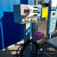 車タイヤの空気圧ってタイヤゲージなどでチェックしてから入れてますか? 出光に置いてあるセルフのガソリンスタンドでタイヤ空気圧を入れています。