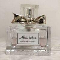このDiorのレディース香水を男が付けていたら嫌に思いますか?? また、オススメの香水を教えてください。 男子大学生です。