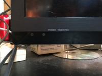 赤いランプが点滅し続けていて、テレビをつけようとしてもつかないんですがこれは故障でしょうか? それとも直る方法はあるでしょうか?
