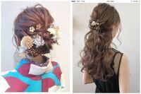 成人式の時の髪型を左の写真のように1つにまとめる感じにして、同窓会の髪型が右のようにハーフアップにしたいのですが、ゴム1つ取れば左のアップの髪型から右のハーフアップな髪型になるようなヘアアレンジっ...