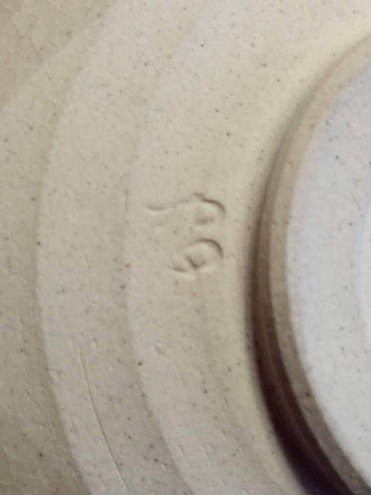 茶道の茶碗などの窯印や在印に詳しい方、教えてください。 茶道をたしなむ、初心者です。 織部焼や黄瀬戸焼の手頃な値段で購入できて、 殆どが木の共箱がついてない簡易の紙箱等で、 販売されてる茶碗の...