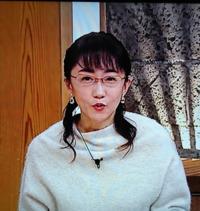唐橋ユミ スポーツキャスターのライトベージュのゆったりワンピース、お似合いですか。(真っ白カラーでは無いですね)