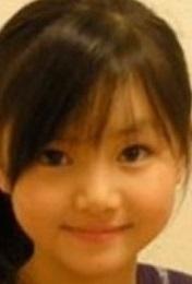 坂道幼少期クイズ  画像は現役坂道メンバーの幼少期です  誰でしょう?  正解者には500枚(゚∀゚)
