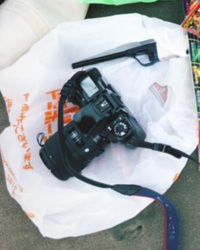 このフィルムカメラの機種(メーカーなど)情報が分かる方がいたら教えてください。 よろしくお願いします。