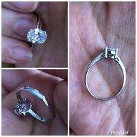 シルバー925の指輪って歪みやすいですか? シルバー925製のはずの指輪を昨日半日と、今朝半日つけてからポケットに入れていたらぐんにゃり石が横を向いていました。ペンチで元に戻したんですが、つけていたのは薬...