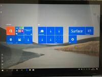 surface laptop3でデスクトップ画面がこのようになってしまいました。ショートカットが表示されている画面に戻すにはどうすれば良いのでしょうか。 どなたかご教授頂ければ幸いでございます。