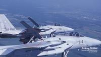 自衛隊の戦闘機 F-15Jについて質問します。  写真の丸で囲んだ部分の油圧?で起こしてる部分は飛行にどのような影響を与えてるのでしょうか? 常に飛行中は上げているものだとしたら最初から上げたデザインにし...