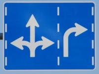 交差点手前の「進行方向別通行区分」の標識や標示に、時間指定の補助標識が付けられることはありますか?