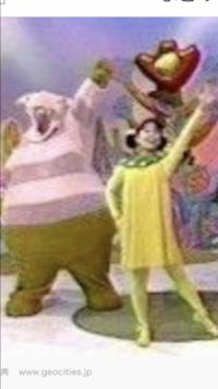 この左の紫の太った、鼻のでかいキャラの名前教えてください! 小さい頃みてましたが、いつ放送のなんという番組名、キャラクターですか?  3ちゃんですよね?  探してます!  29歳女