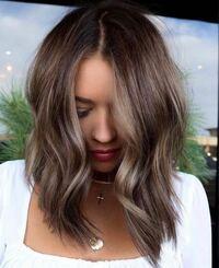 美容師さんに質問です 就職先が髪色トーン9までじゃないとダメなのですが この写真のような髪色はトーン9以内で出来ますか?