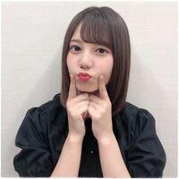 小坂菜緒の前髪はどっち分けですか? 右分け?左分け?ですか。