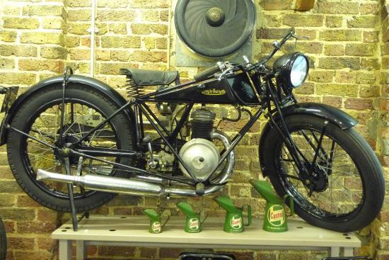 このバイクの名前教えて下さい!
